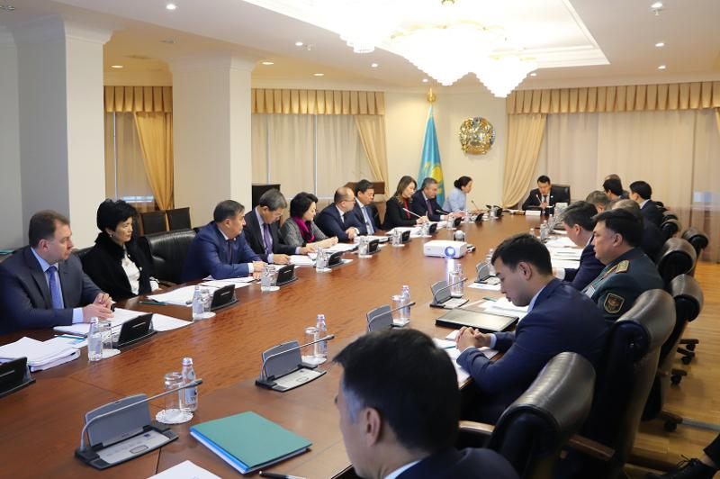 第一副总理主持召开会议讨论加强与经合组织之间的合作问题