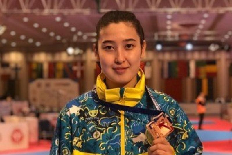 哈萨克斯坦在莫斯科跆拳道赛上获得三枚奖牌