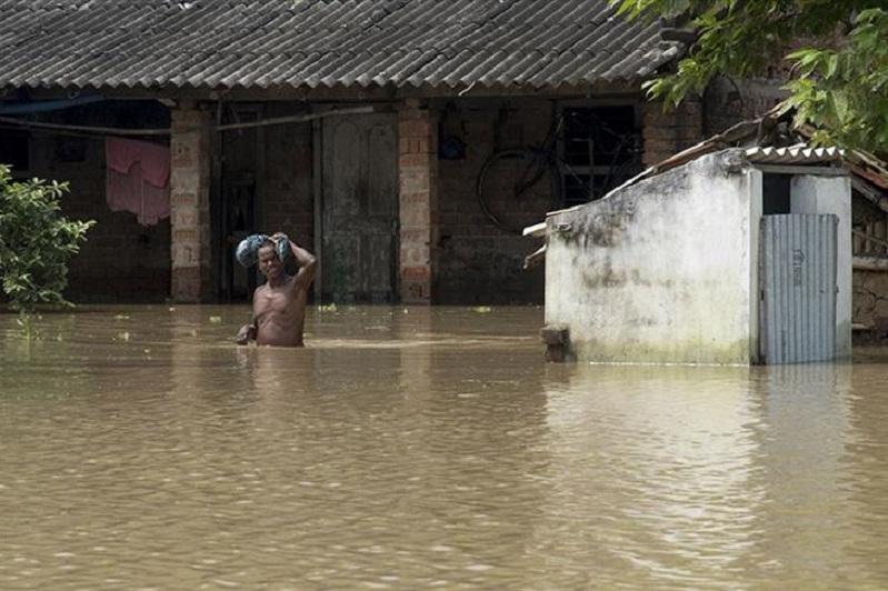 印度暴雨导致近90人死亡