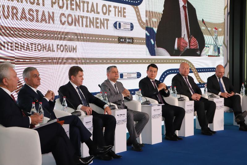 哈萨克斯坦第一副总理:要加快欧亚经济联盟交通运输基础设施数字化