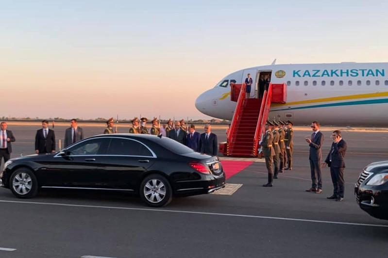 Президент РК прибыл в Ереван для участия в заседании ВЕЭС