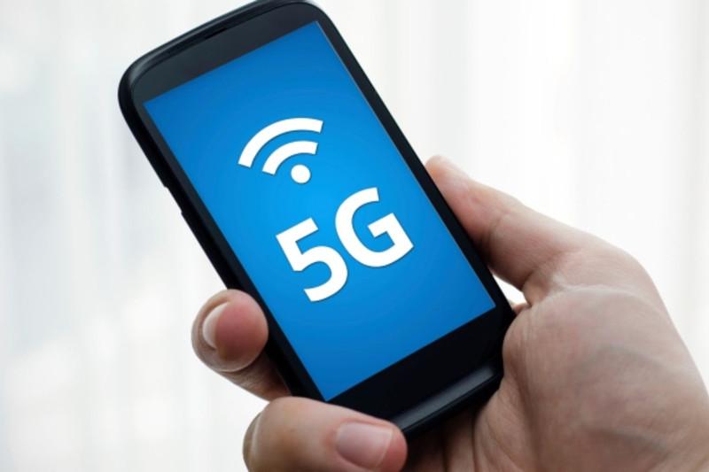 Qýanyshbek Esekeev 5G tehnologııasyn testileý problemalaryn atady