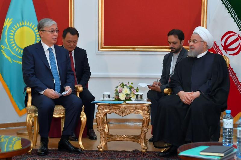 托卡耶夫会见伊朗总统鲁哈尼