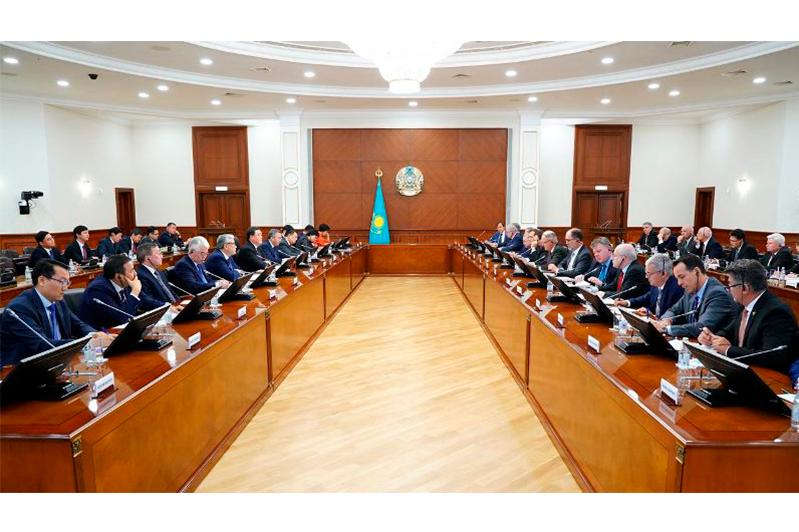政府总理会见欧盟成员国驻哈使节