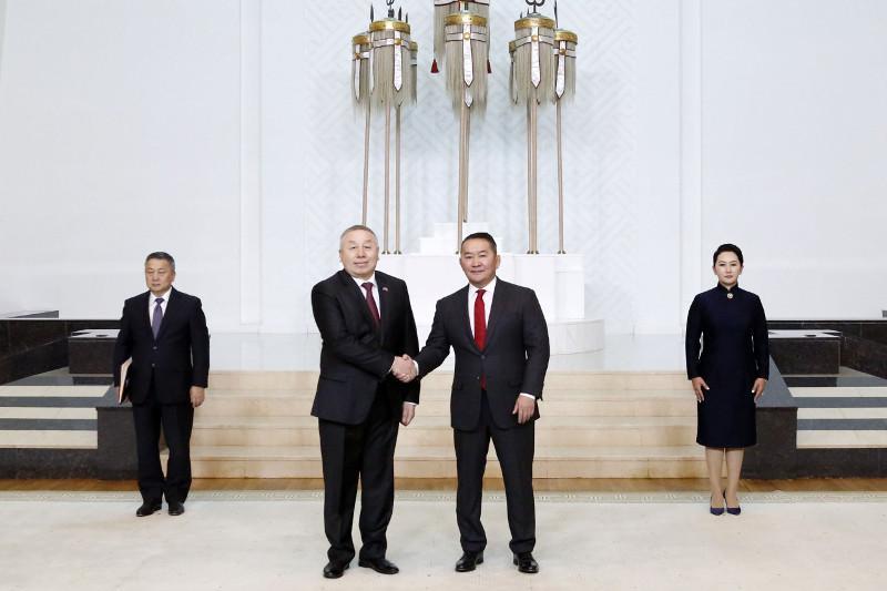 哈萨克斯坦大使向蒙古国总统递交国书