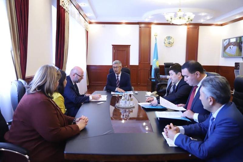 曼格斯套州州长会见比利时驻哈大使