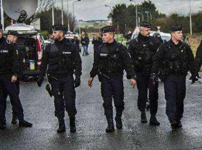 法国警察18年来首次举行大规模示威