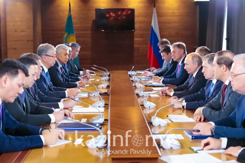 托卡耶夫会见俄罗斯总统普京