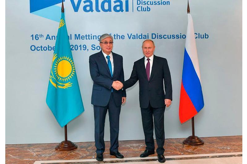 哈俄两国元首就地区间合作论坛筹备问题进行了讨论