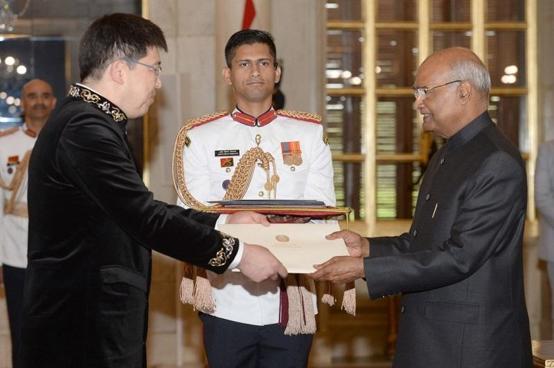 Kazakh Ambassador presents credentials to Indian President