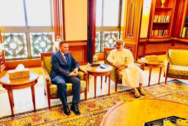 哈萨克斯坦大使会见阿曼旅游部长讨论免签制度