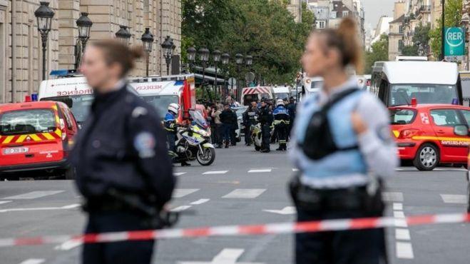 Полицейских в Париже атаковал глухой программист
