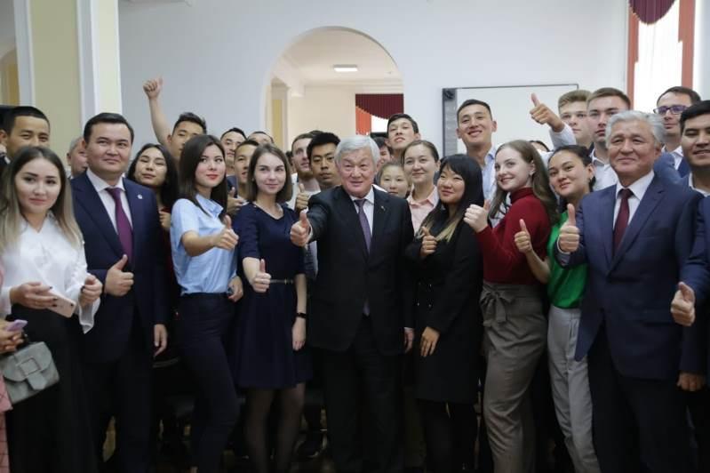 Не бойтесь мечтать и смело идите к своей цели – Бердибек Сапарбаев дал наставления молодёжи
