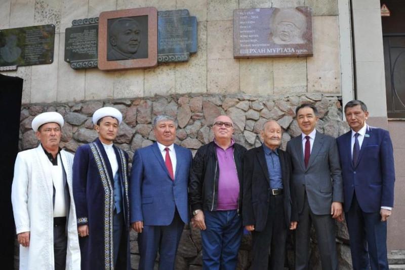 Алматыда Шерхан Мұртазаның мемориалды тақтасы ашылды