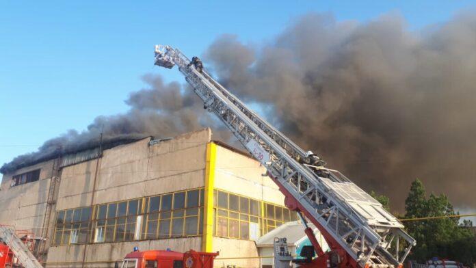 Крупный пожар в Шымкенте: огонь охватил 1 925 квадратных метров