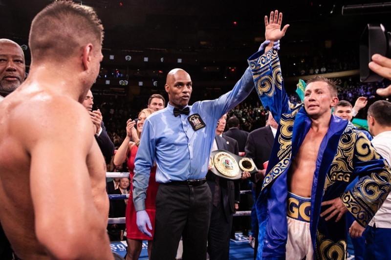 Геннадий Головкин победил Сергея Деревянченко и вернул два чемпионских пояса