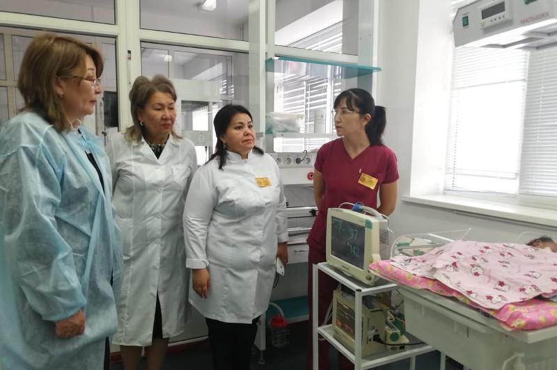 Группа ведущих врачей страны прибыла в Атыраускую область