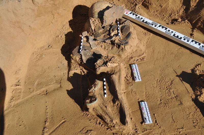 考古学家在阿克托别发现青铜器时代古墓