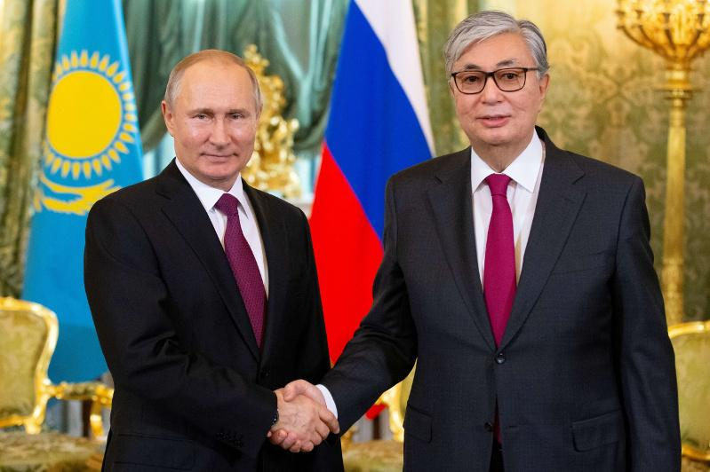 托卡耶夫总统致电祝贺普京生日快乐