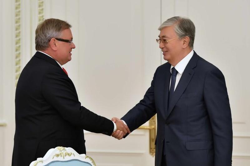 托卡耶夫总统会见俄罗斯外贸银行执行主席