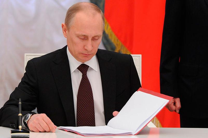 В России повысили зарплату президенту и премьеру