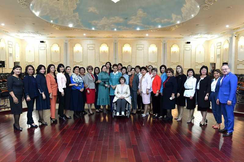 纳扎尔巴耶娃:应拓展女性参国家和地方管理体系中的参与程度