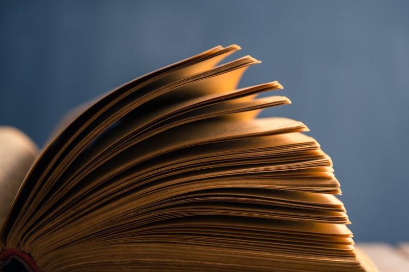 Aqtóbede balalarǵa dinı kitap taratqan uıym izdestirilip jatyr