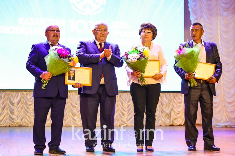 В столице наградили лучших работников профсоюзного движения