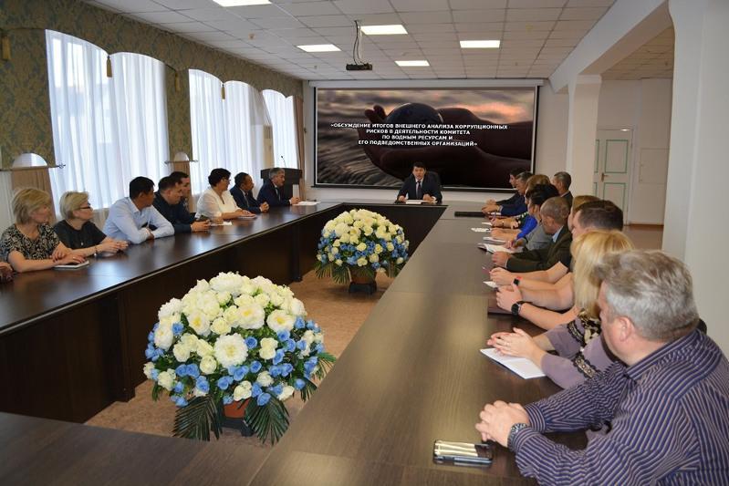 СҚО-да «ҚазСуШар» РМК филиалы директоры қызметкерлерінің сыйақысын алып келген