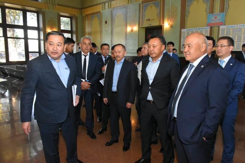 Сауат Мынбаев и Умирзак Шукеев посетили вокзал в Арыси