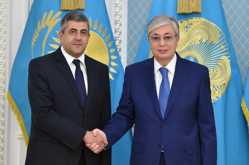 托卡耶夫总统会见联合国世界旅游组织秘书长