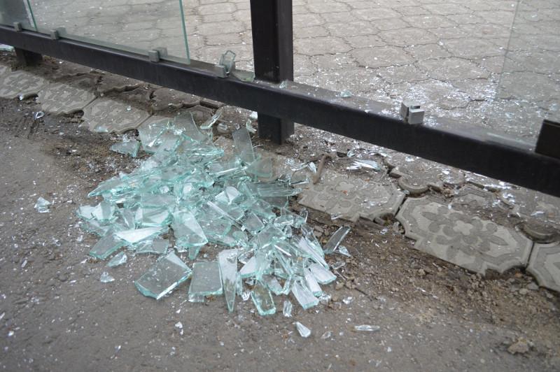 Пять суток ареста за разбитую остановку получил житель Петропавловска