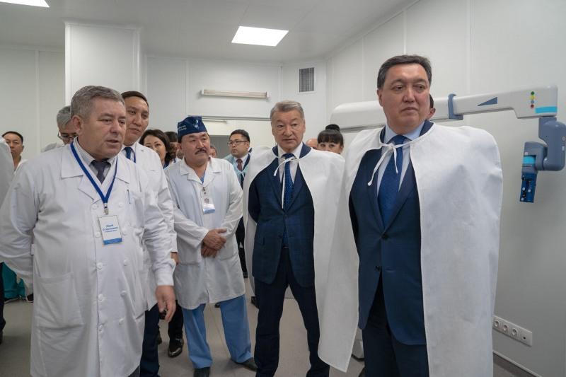 Аскар Мамин посетил 2 высокотехнологичных медицинских центра в Усть-Каменогорске