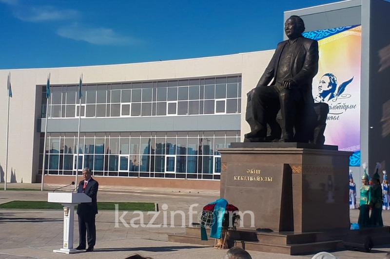 Kazakh President unveils monument to Abish Kekilbayuly in Aktau