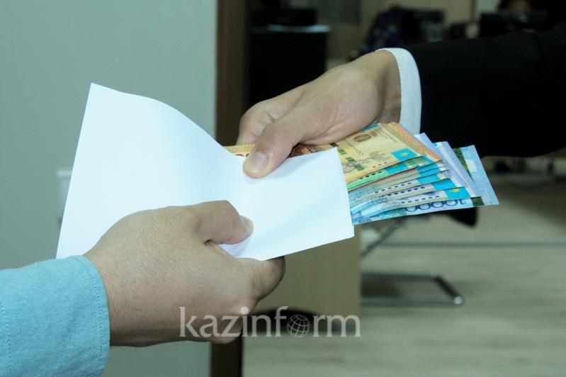 В получении взятки в 1,2 млн тенге подозревают начальника Шалкарской дистанции пути