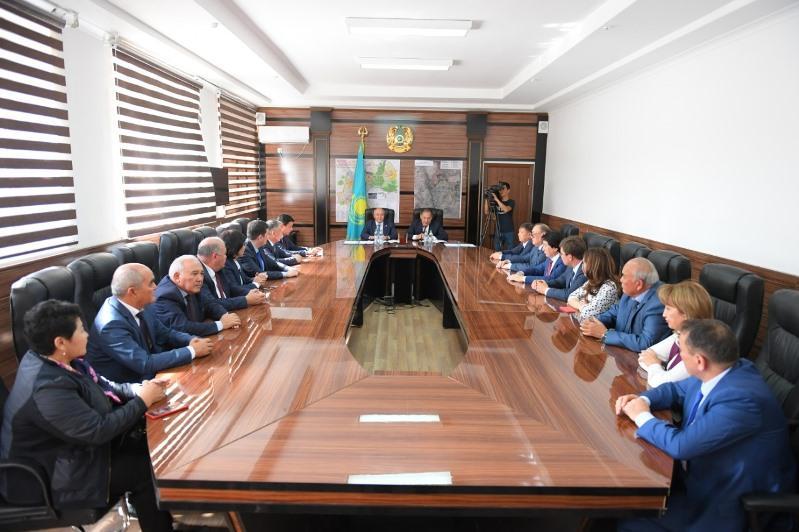 Председатель Федерации профсоюзов РК подписал меморандум с акимом Туркестанской области