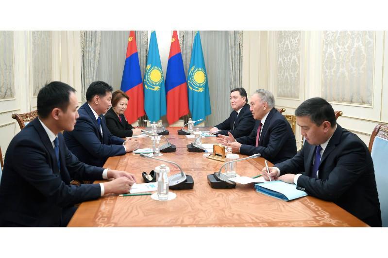 纳扎尔巴耶夫会见蒙古国总理呼日勒苏赫
