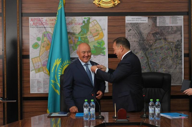 Федерация профсоюзов наградила Умирзака Шукеева медалью «Лучший социальный партнер»