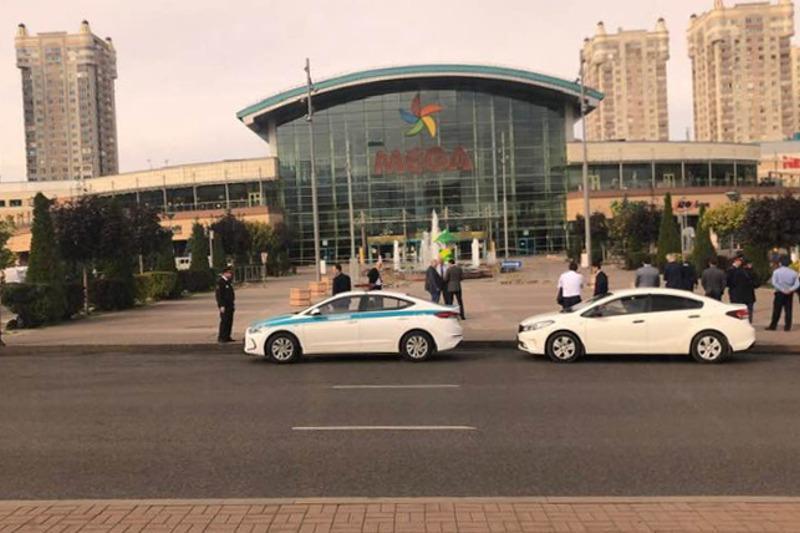 Эвакуируют людей из крупного ТРЦ в Алматы