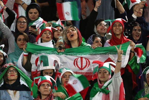 伊朗40年来首次允许妇女进球场观看球赛