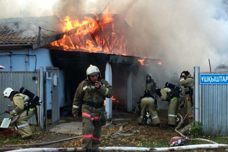 Пожилой мужчина погиб при пожаре в частном доме в Нур-Султане
