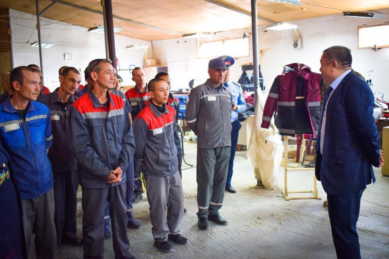 Глава МВД проверил бытовые условия содержания заключенных в Мангистауской области