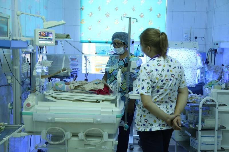 Сложную операцию сделали новорожденному в Караганде