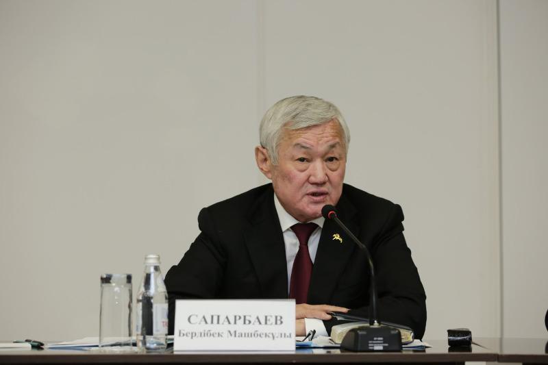 Бердибек Сапарбаев ознакомился с работой городской поликлиники в Актау