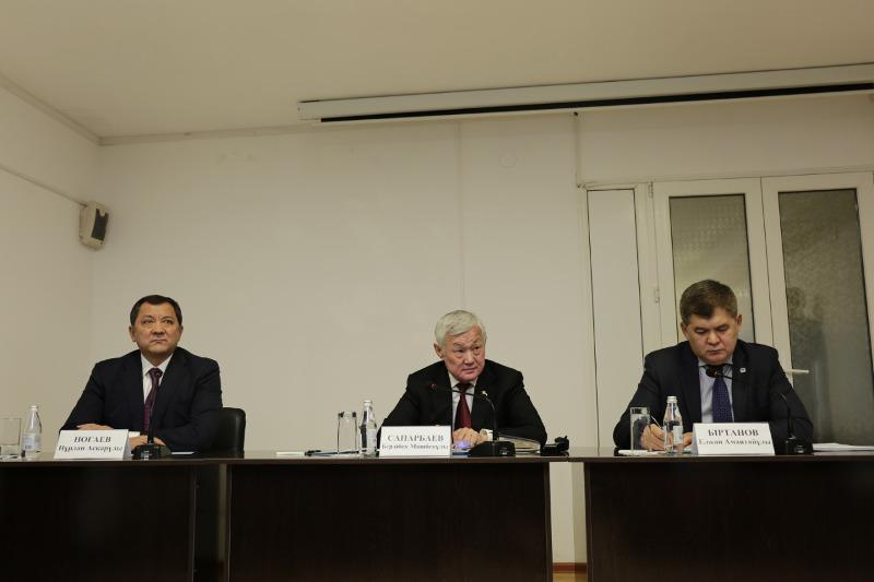 Бердибек Сапарбаев напомнил атырауским медикам о клятве Гиппократа