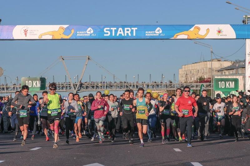 5000多名国内外选手参加阿拉木图半程马拉松