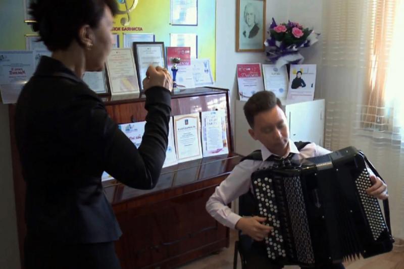 18-летний казахстанец признан лучшим баянистом на конкурсе в Италии