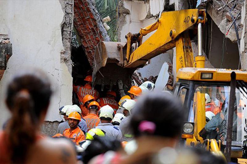 Здание обрушилось из-за взрыва газового баллона в Индии: 10 человек погибли