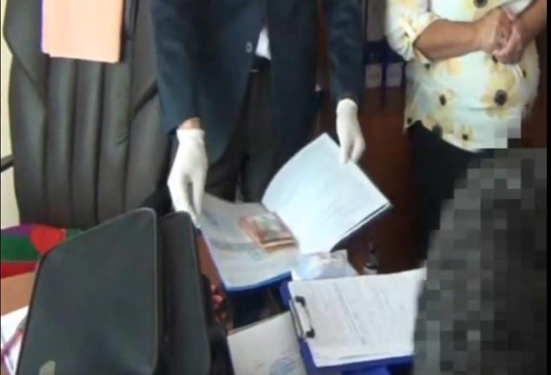 Заведующую детсадом подозревают в получении взятки в Туркестанской области