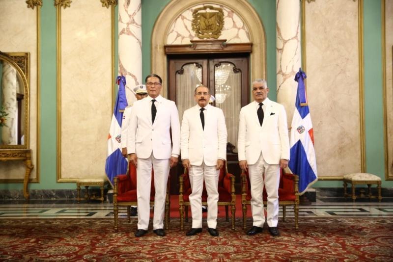 哈萨克斯坦大使向多米尼加总统递交国书